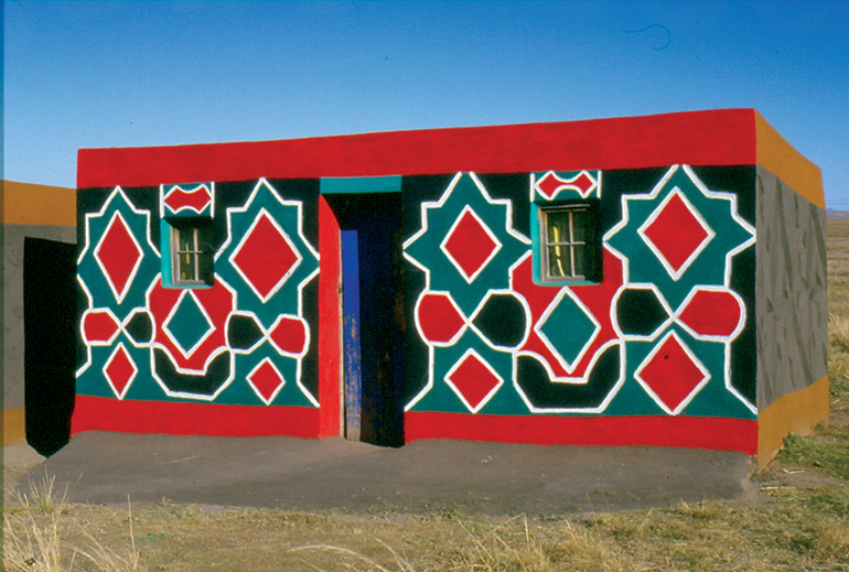 Sotho-house-with-mural-paintings